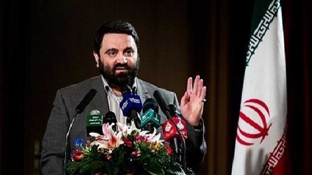 واکنش منصور امینی فعال فرهنگی و مسئول سازمان سراج به بستن صفحات مجازی ایرانی ها در توئیتر و اینستاگرام
