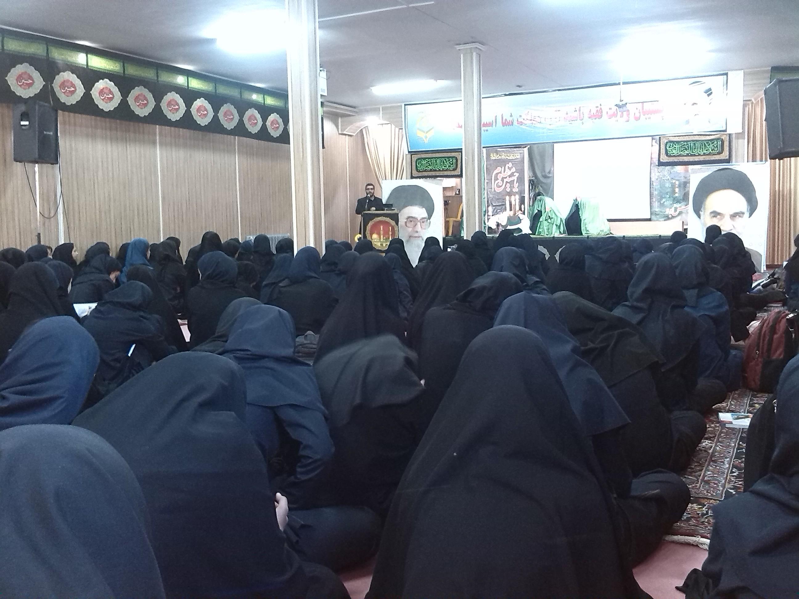 برگزاری دوره مبانی سواد فضای مجازی در راهنمایی امام حسین(ع) بیرجند